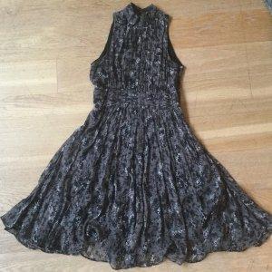 Kleid grau schwarz geblümt aus Seide Zara