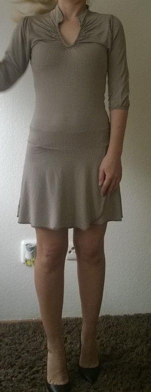 Kleid Größe XS gemustert