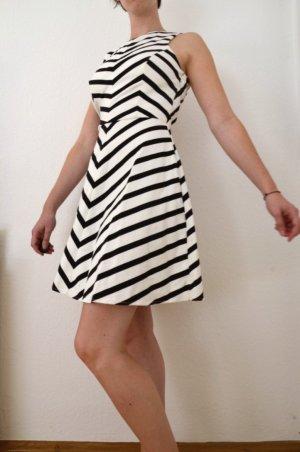 Kleid I Rückenfrei I Black and White I Grafisch