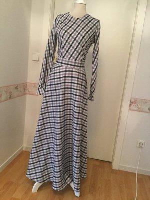 Kleid im Burberry-Stil