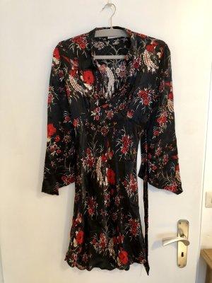 Kleid im Kimono-Stil von C&A, schwarz mit rotem Muster