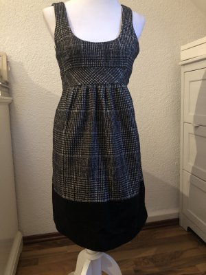 Kleid im Tweed Look
