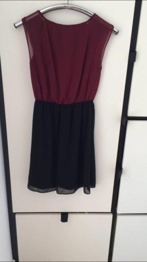 Kleid in Bordeaux mit Spitze am Rücken