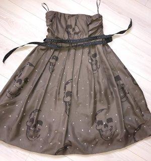 Kleid in Braun mit Steinen und Totenköpfen