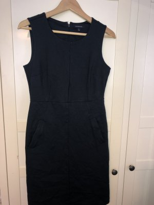 Kleid in dunkelblau