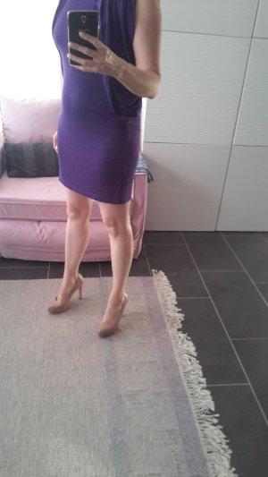 Kleid in dunkelviolett