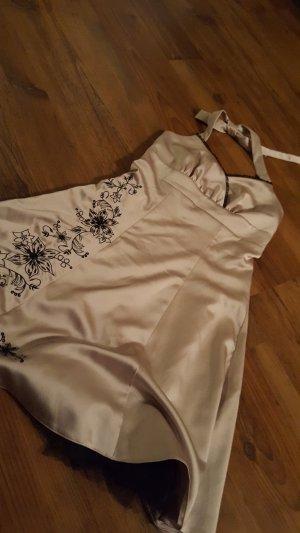Kleid in einem rosemetalik