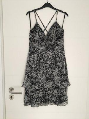 Kleid in grauer Leopardenoptik von Esprit