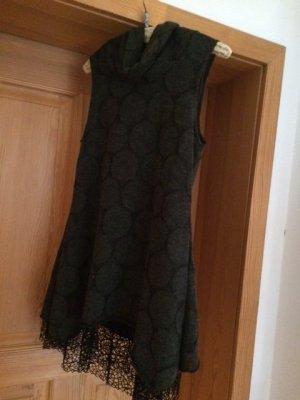Kleid in Grautönen