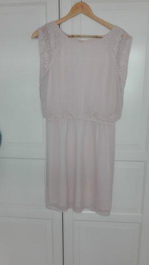 Kleid in hellem Rosa