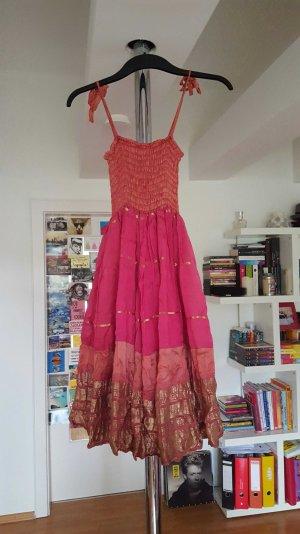 Kleid in Indian-Optik