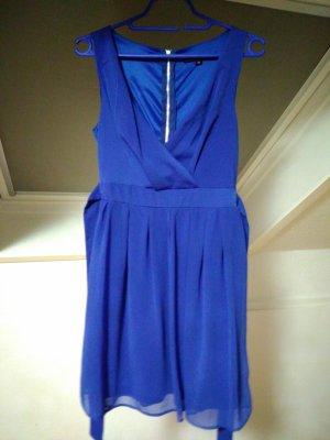 Kleid in Königsblau .
