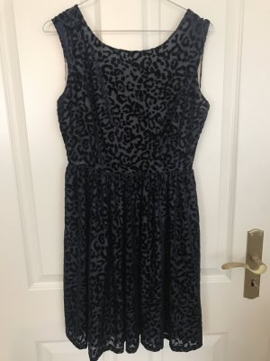 Kleid in Leopardenoptik in Größe M
