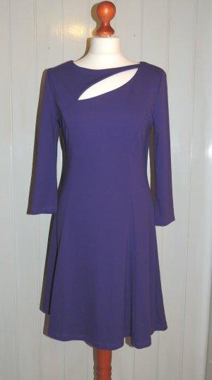 Kleid in lila mit Schlitz Größe 36/38