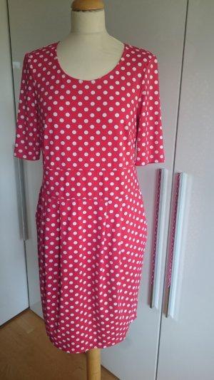 Kleid in Polka-Dots Design