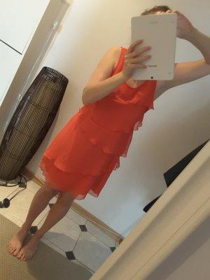 Kleid in rot mit mehreren Lagen