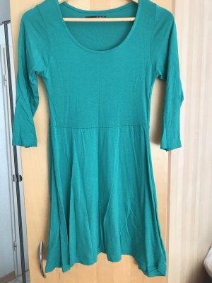 Kleid in sattem Grün