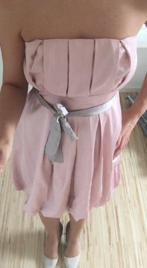 Kleid in schönem rosa
