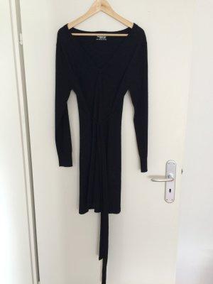 Kleid in schwarz mit Band zum Binden