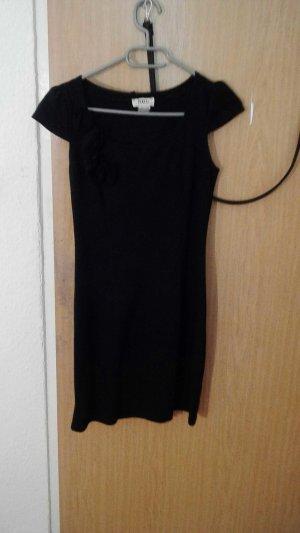 Kleid in Schwarz mit kleinen Rosen