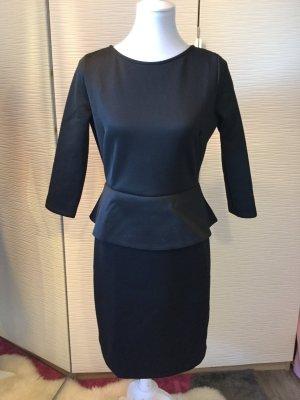 Kleid in schwarz mit Schößchen