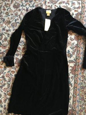 Kleid in Wickeloptik mit V-Auschnitt