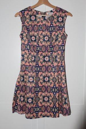 Kleid-knallig und gemustert