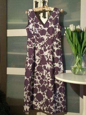 Kleid, lila, weiß, Blumenmuster, Boden