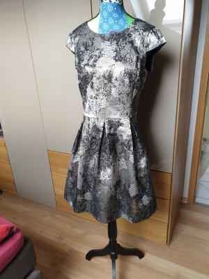 Kleid metallic Optik