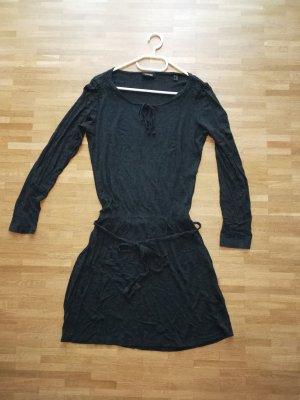Kleid / Minikleid mit Stoffgürel