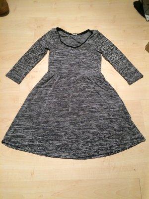 Kleid mit 3/4 Ärmeln