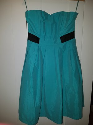 Kleid mit abnehmbaren Trägern