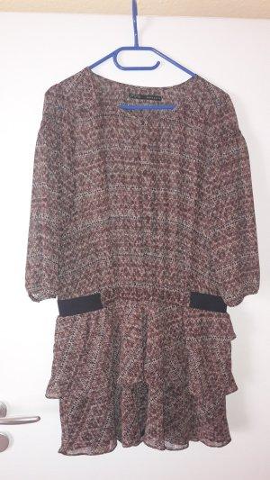 Kleid mit Ärmel und Muster
