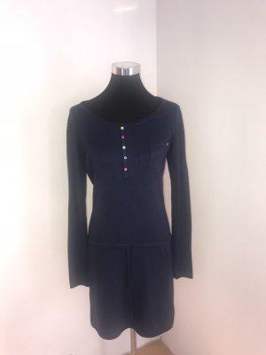 Kleid mit Ärmeln und dickerem Stoff