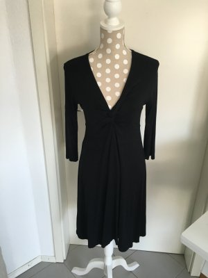 Kleid mit aufregendem Ausschnitt