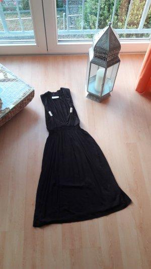 Kleid mit Ausschnitt