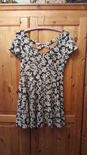 Kleid mit Blümchenmuster Größe L