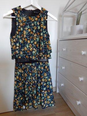 Kleid mit Blümchenmuster und Spitzendetail