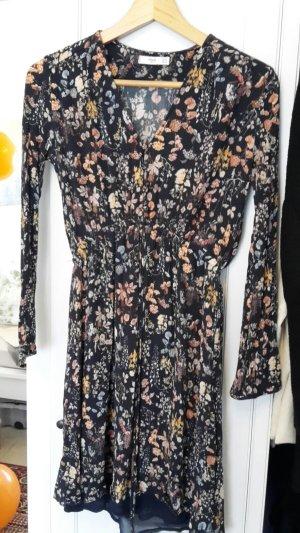 Kleid mit Blumen und Knopfleiste