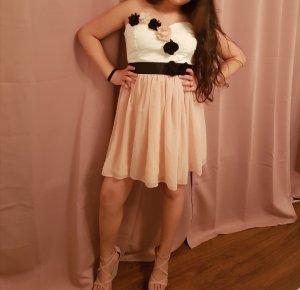 Kleid mit Blumendetail