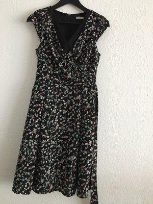 Kleid mit Blumenmuster Gr. 34