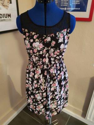 Kleid mit Blumenmuster in Schwarz Gr. 38 von Madonna