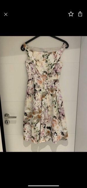Kleid mit Blumenmuster / Sommerkleid