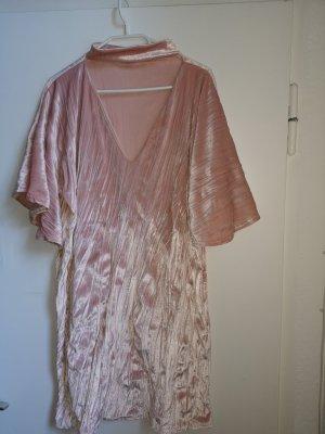 Kleid mit Chokerkragen