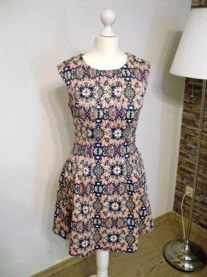 Kleid mit coolem Neonmuster