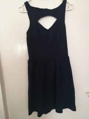 Kleid mit Cut-Out an Rücken und Dekolté