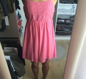 Kleid mit Cut-out und Schleife am Rücken