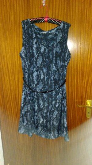 Kleid mit Druck und Lackgürtelchen
