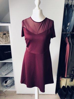 Kleid mit durchsichtigen Seiten