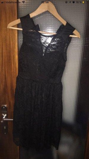 Kleid mit eingenähtem BH